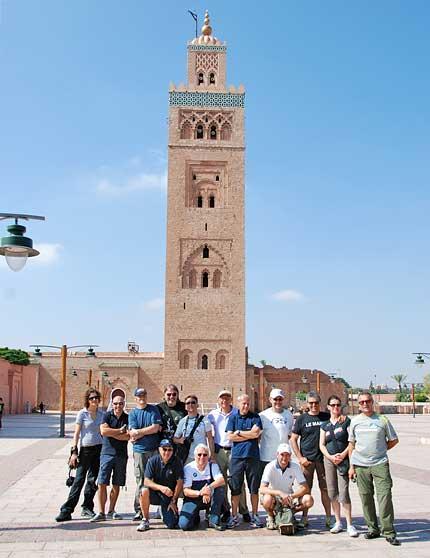 Casablanca moschea motociclisti con minareto - Marocco casablanca ...