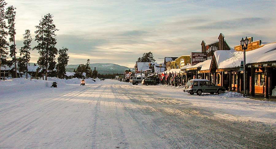 west yellowstone cittadina del montana da meno di