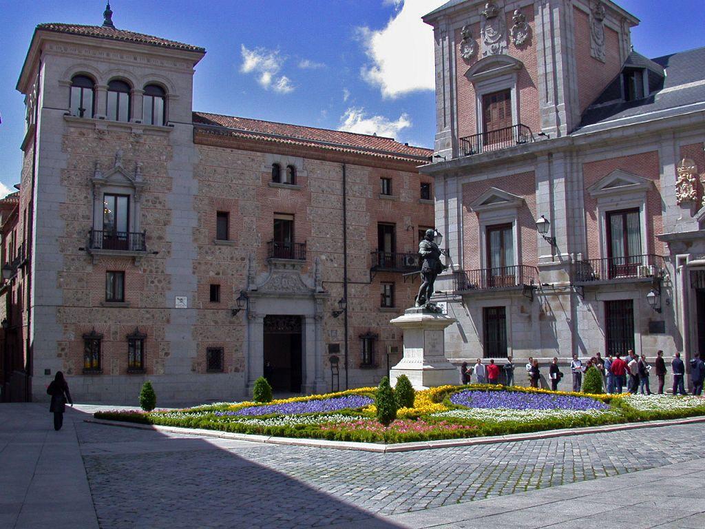Plaza de la villa sulla sinistra la casa de cisneros - Casa de labranza madrid ...