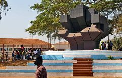 Bissau: monumento Pidjiguiti