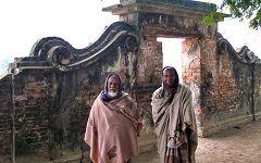 Puthia: gente e monumenti
