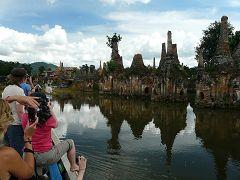 Gli stupa semisommersi