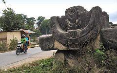 Waikabubak: monumenti
