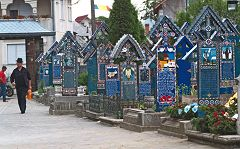 Sapanta: il cimitero allegro