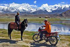 Lago Karakul: mezzi a confronto