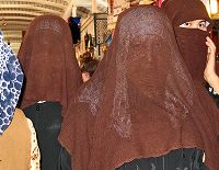 Donne velate al bazar