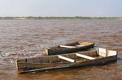 Lago rosa (Retba): barche per la raccolta del sale