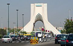 Teheran: piazza Azadi