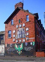 Belfast: murale Clowney St