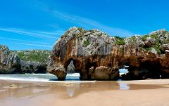 Playa de Cuevas (Llames)
