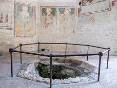Agliate: battistero della Basilica di San Pietro