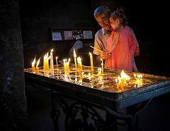 candele nella chiesa di Gayane