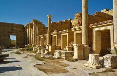 Leptis Magna: negozi al foro
