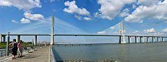 Vista sul ponte Vasco de Gama