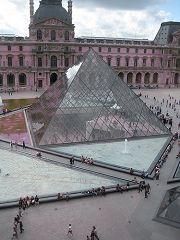 Il Cortile e la Piramide del Louvre