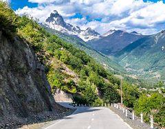 Vista sul monte Ushba