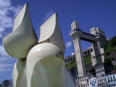 La fontana di Mario Cravo (a bunda)
