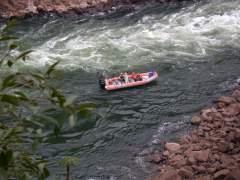 La risalita delle rapide, nei pressi dell' isola San Martin